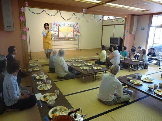 写真:ふれあい食事会の様子